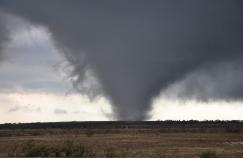 Tornado_in_southwestern_Oklahoma_on_November_7,_2011